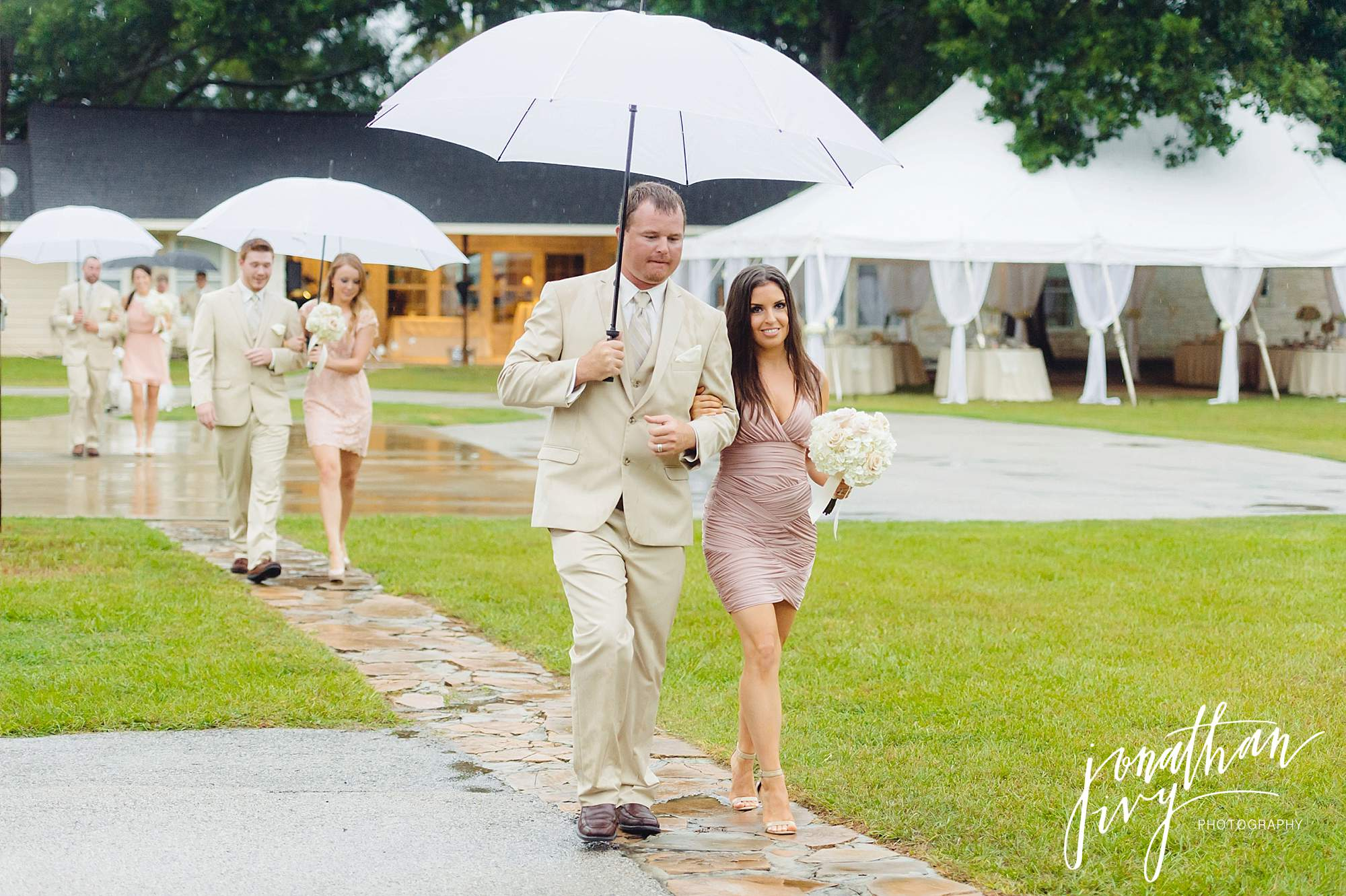 Outdoor-Tented-Wedding-in-the-Rain_0006