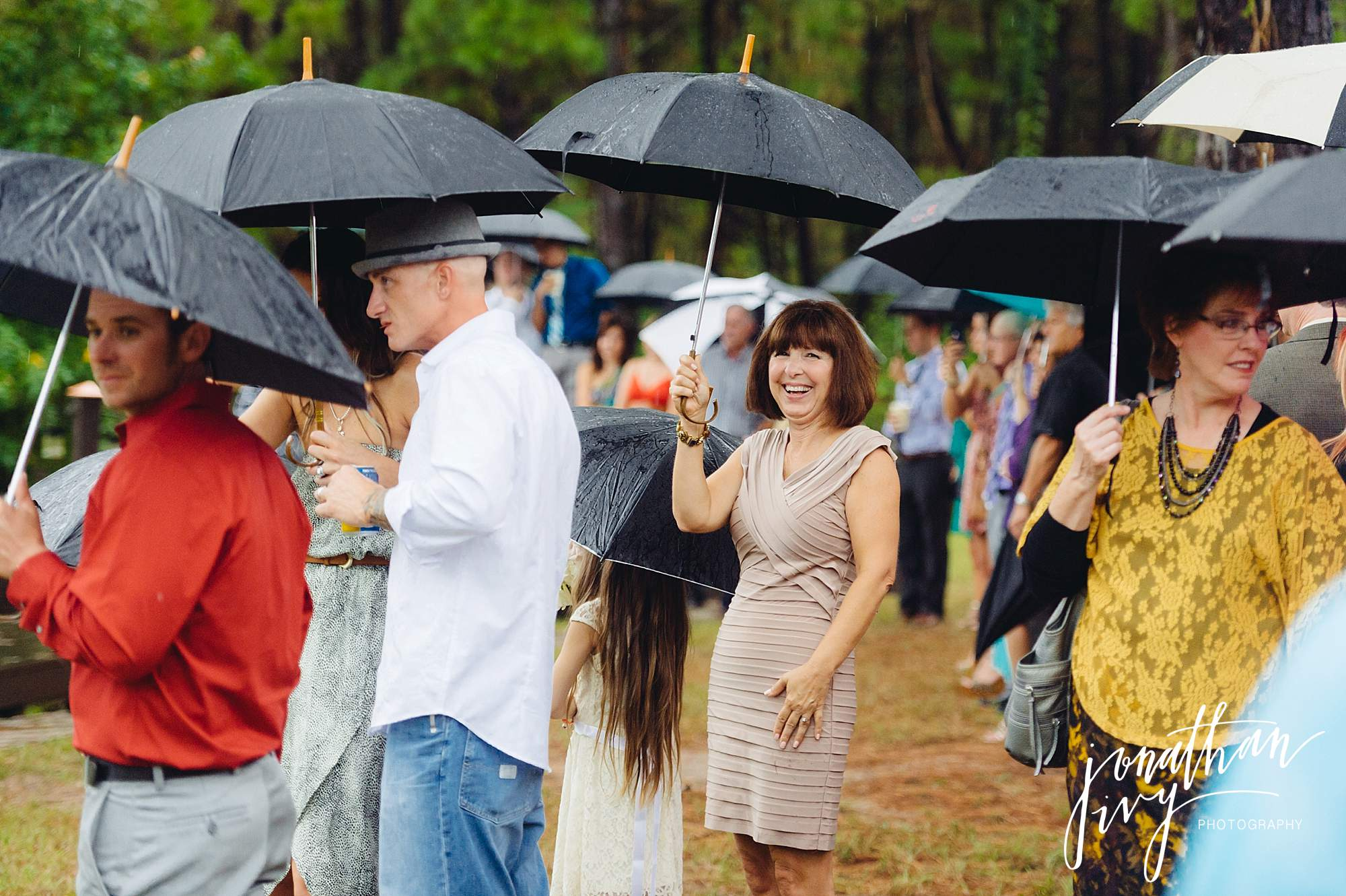 Outdoor-Tented-Wedding-in-the-Rain_0008