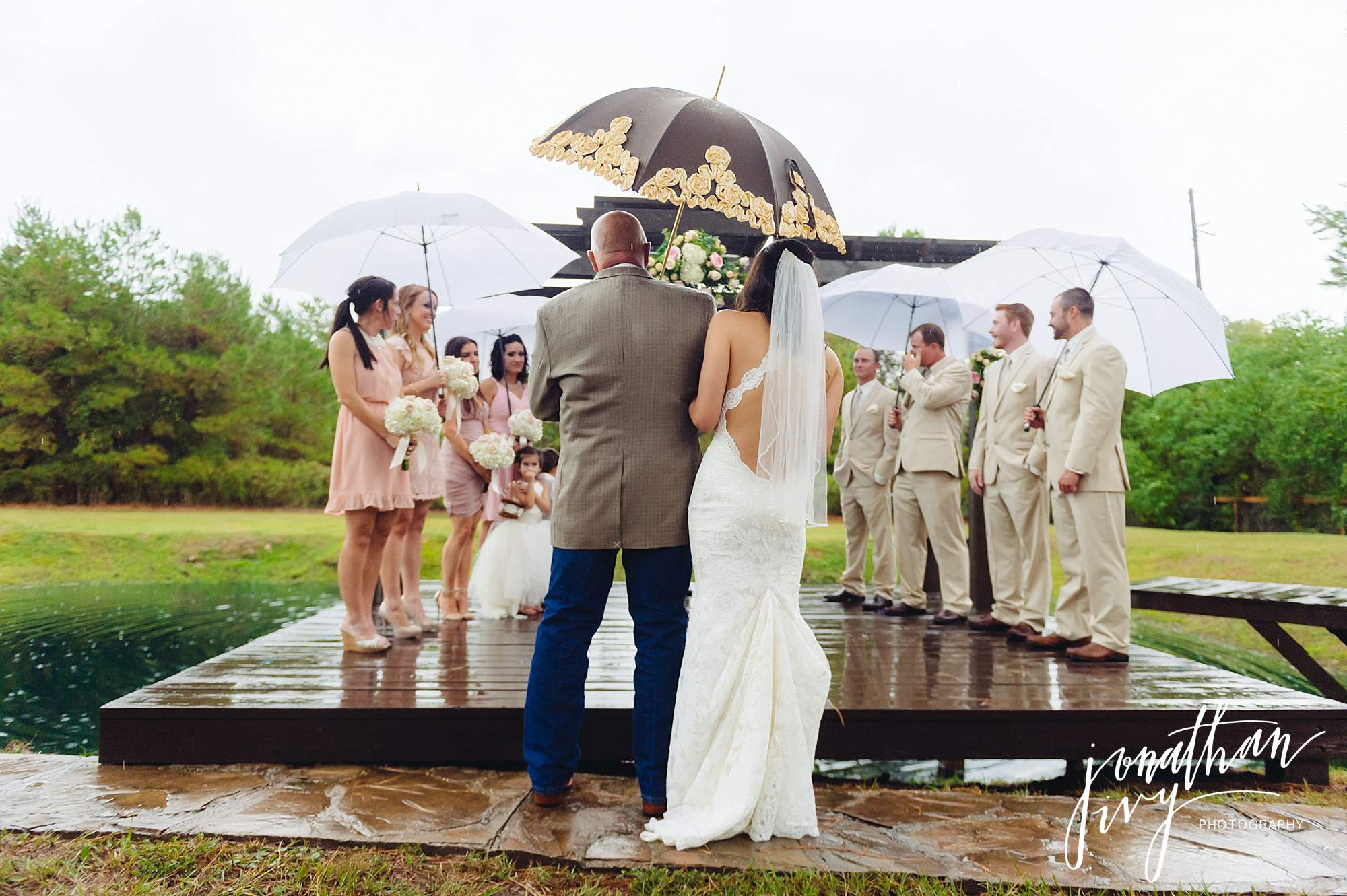 Outdoor-Tented-Wedding-in-the-Rain_0010