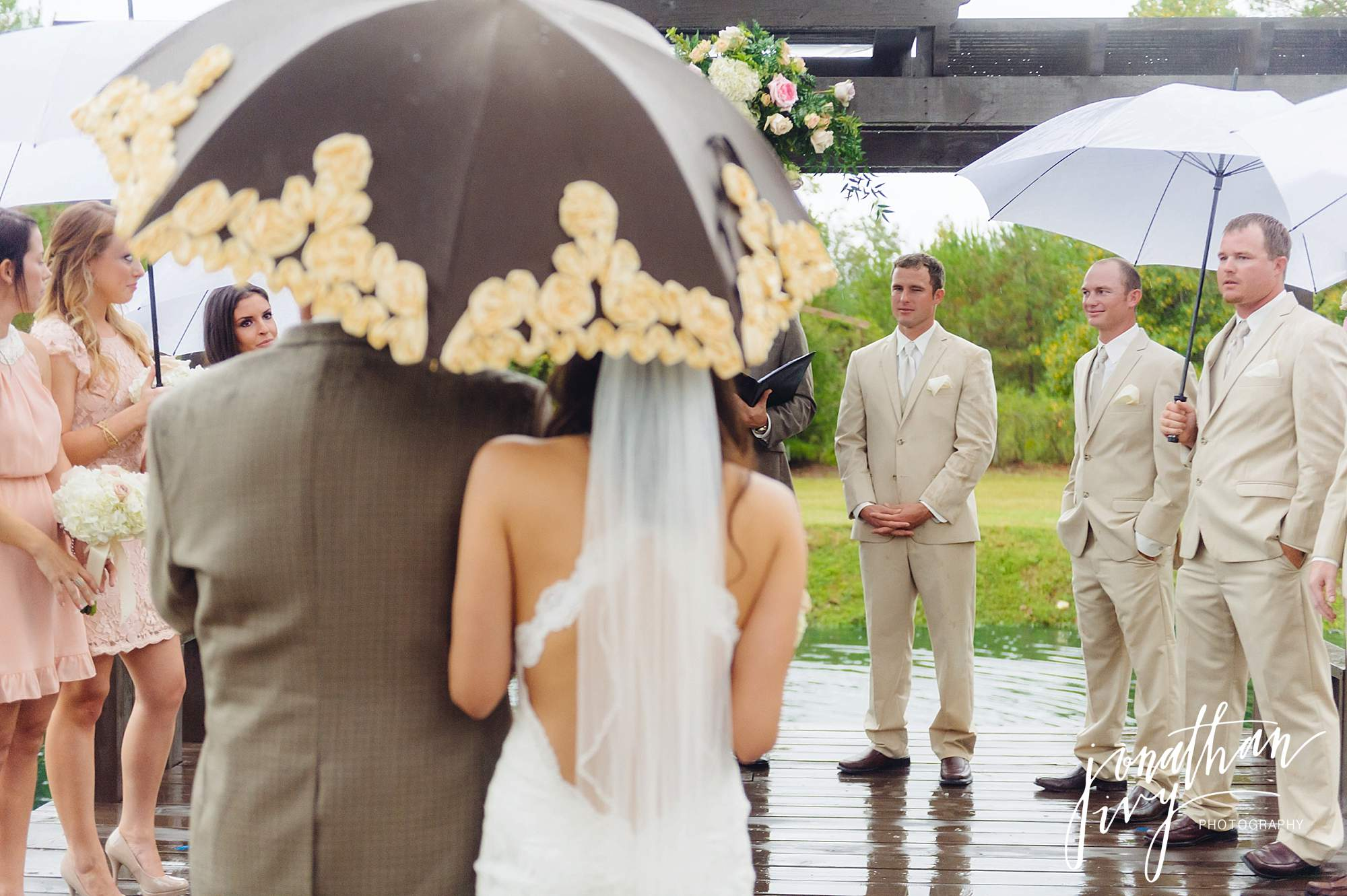 Outdoor-Tented-Wedding-in-the-Rain_0011
