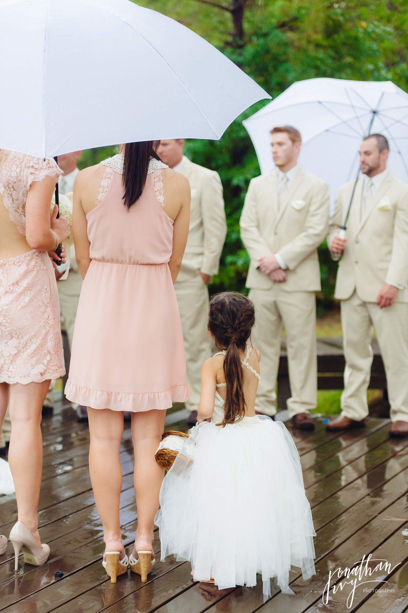 Outdoor-Tented-Wedding-in-the-Rain_0012