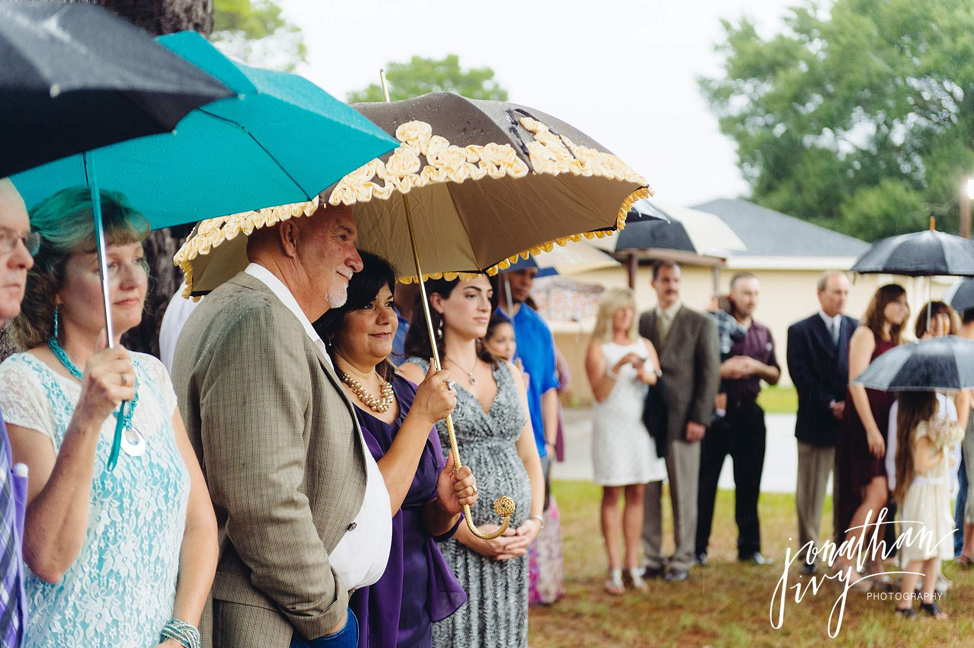 Outdoor-Tented-Wedding-in-the-Rain_0014