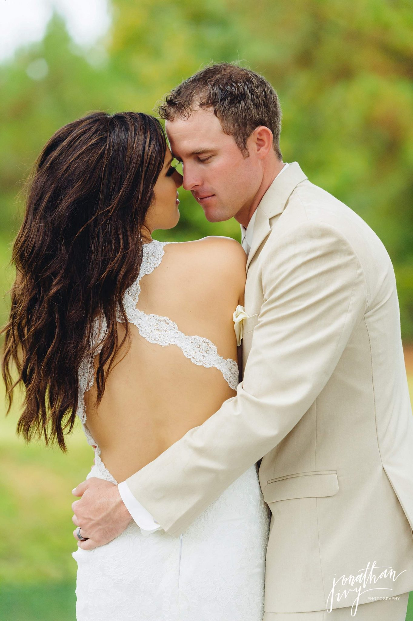 Outdoor-Tented-Wedding-in-the-Rain_0022
