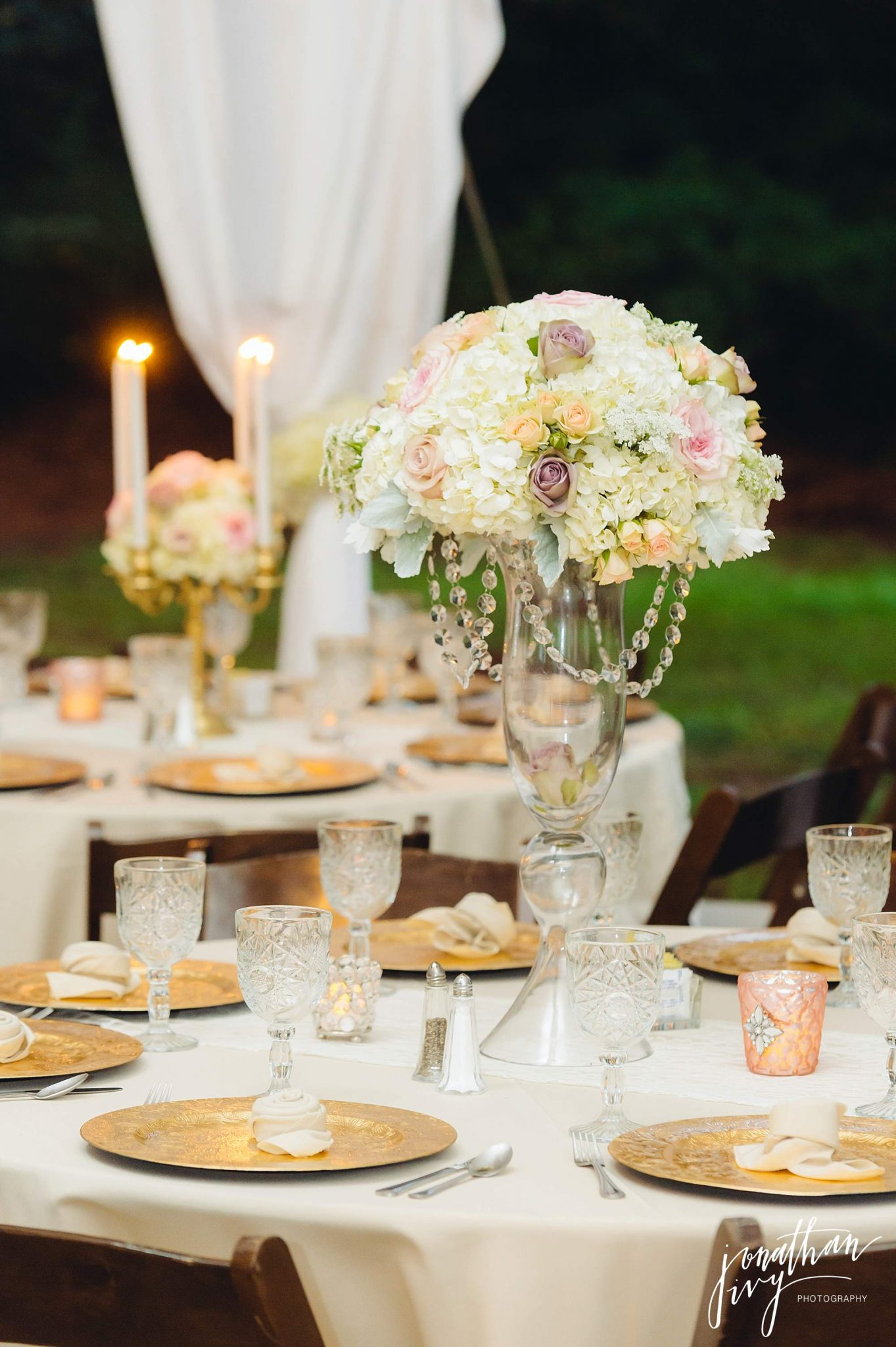 Outdoor-Tented-Wedding-in-the-Rain_0026