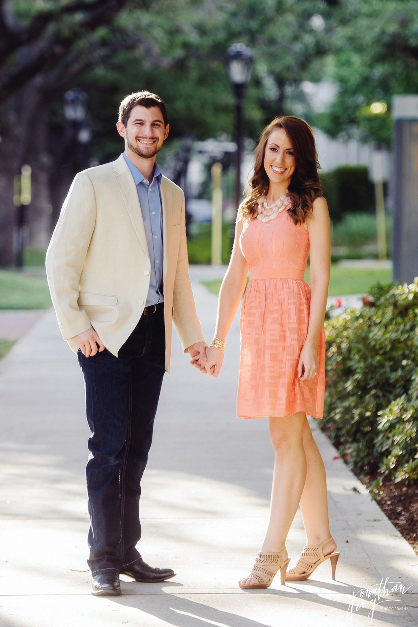 4a8645bb1470 What to Wear for Engagement Photos