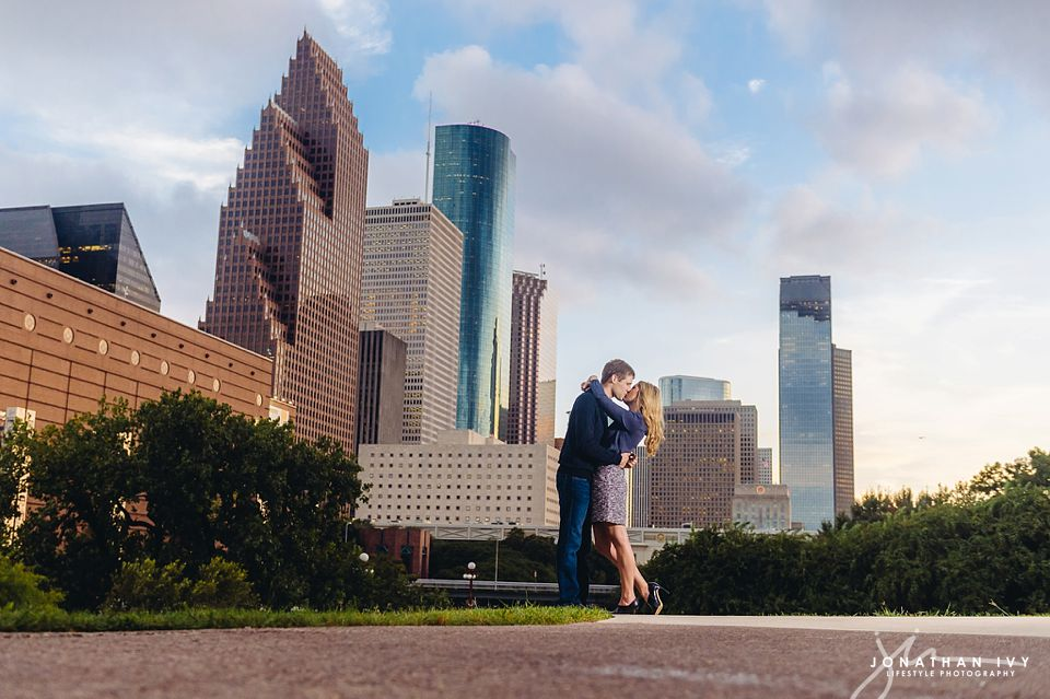 downtown-houston-engagement_0016.jpg
