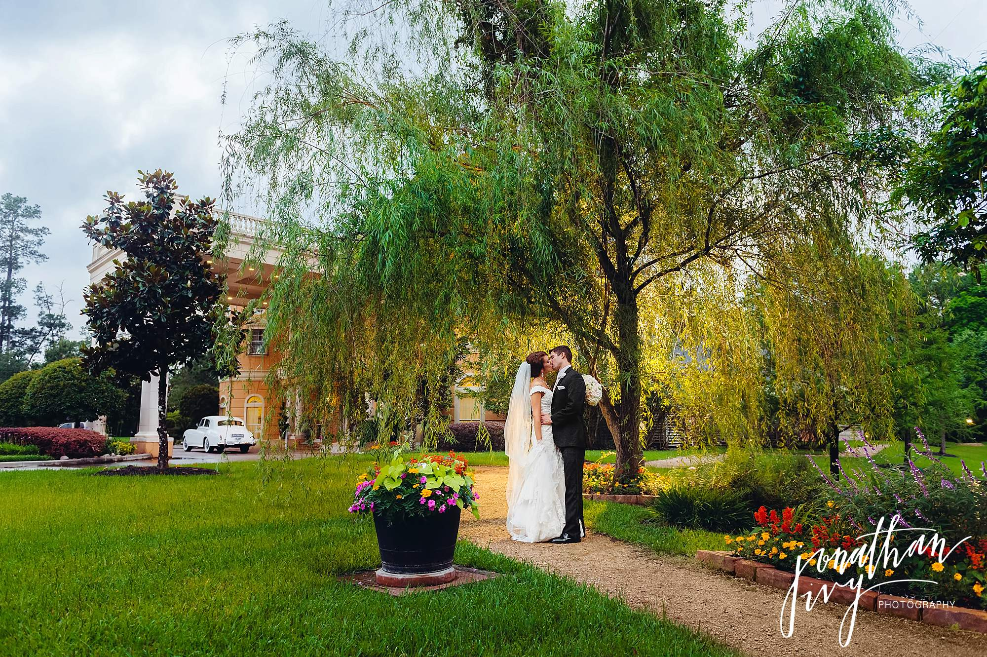 bride and groom at Chateau Polonez