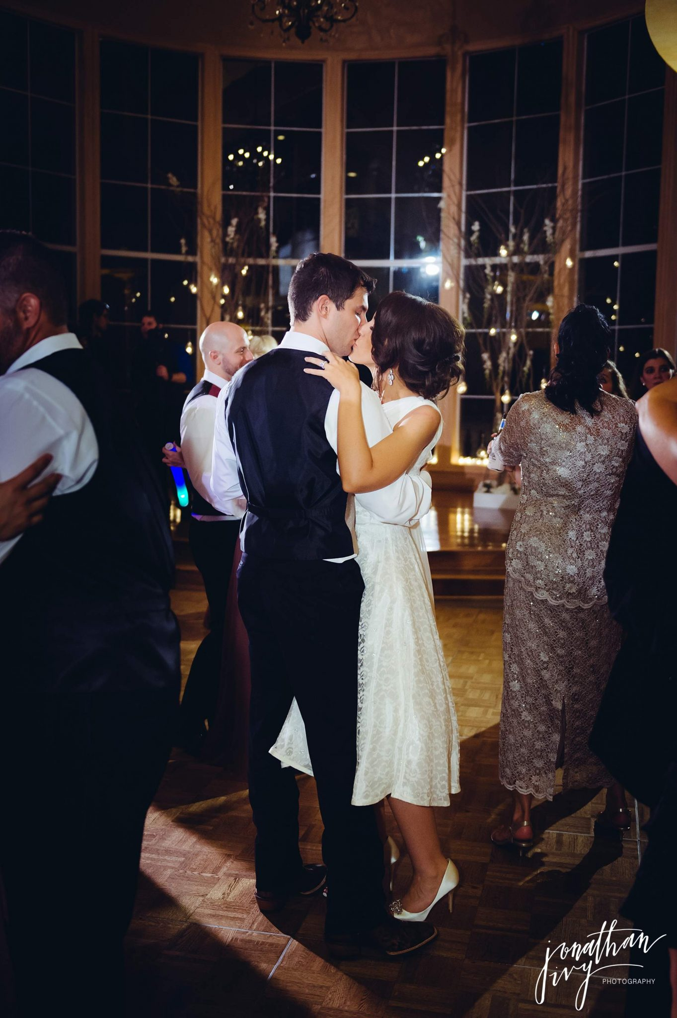 bride and groom dancing at chateau polonez