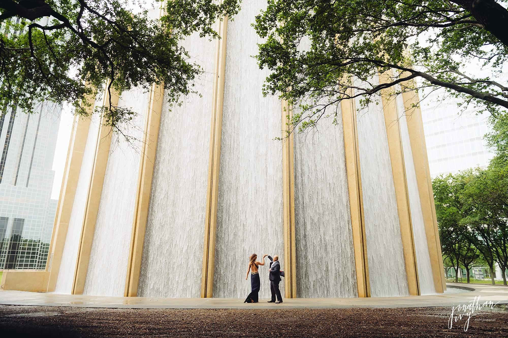 Romantic-Engagement-Photos-Houston_0004.jpg