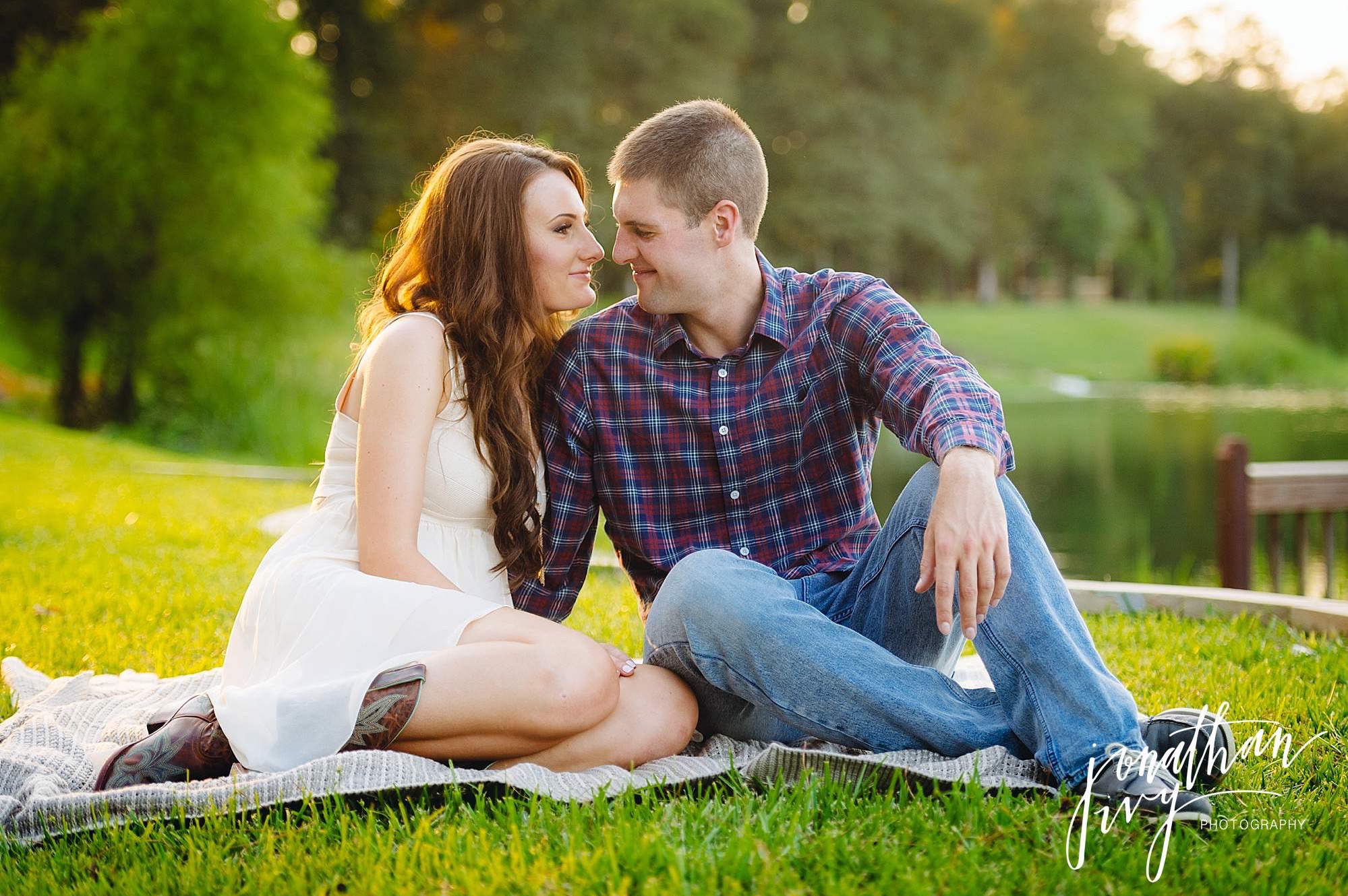 outdoor Engagement photos in the woodlands