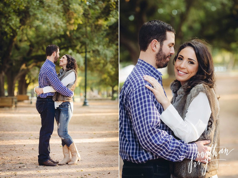 fall engagement photos in hermann park