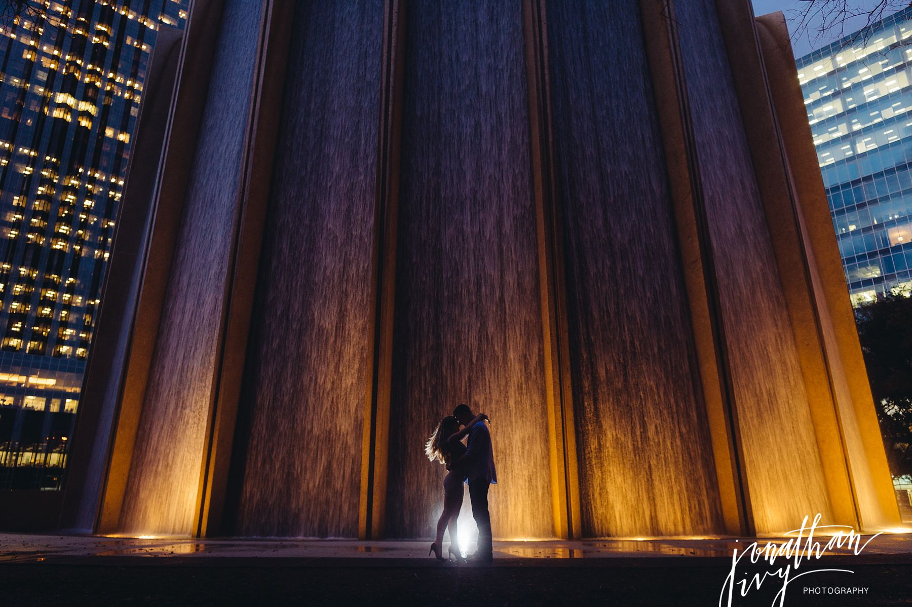 Waterwall Engagement Photos in Houston – Vince & Stephanie