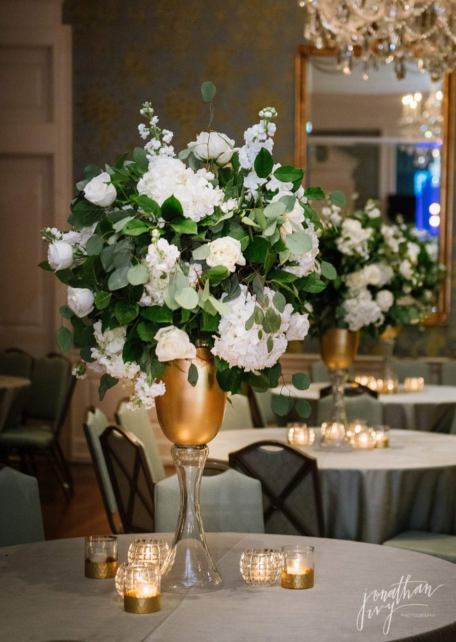 White and Green Leaf Centerpiece Ideas