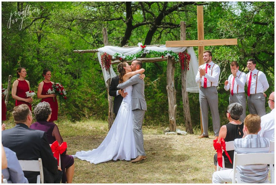 1st kiss at ceremony